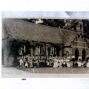 School photo taken in 1920 before the extra class room was constructed