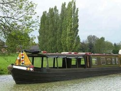 Narrowboat passes Doctor's Piece