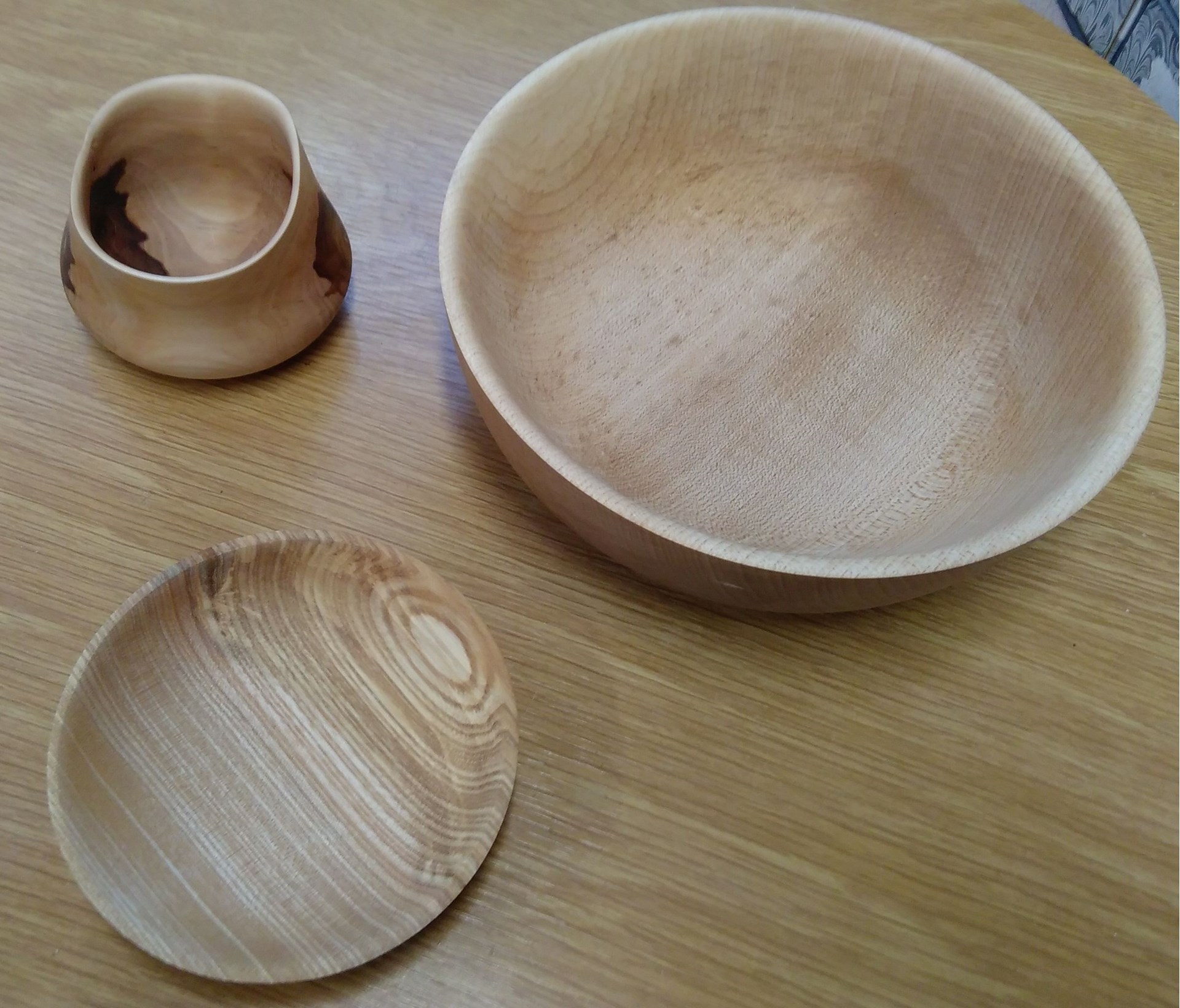 Members are building up experience in turning. The bowl and plate was made by Mike on a course run by Neil (workerinwood.co.uk). The distorted bowl wis made of green applewood and has taken up the shape as it dries out. Made by Neil.