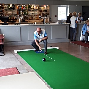 Excellent technique to stay down on the shot