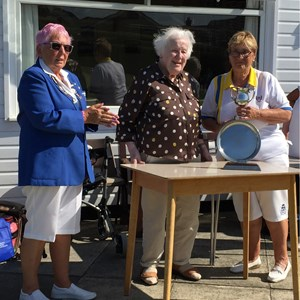 Di Cook presents Top Ten Runners Up trophy to Captain June Ogden of York RI BC