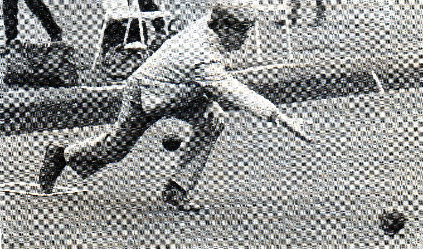 The famous 'JR' delivery stride....halfway to the jack already!