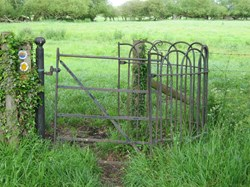 Kissing gate, The Green