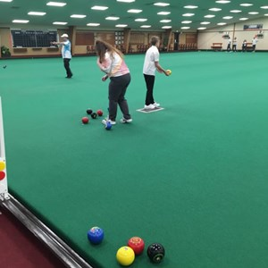 We also visited the excellent Northampton Indoor BC to let the juniors have a go with coloured bowls