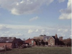 1985 The empty Up Hatherley Farm (now the site of Greatfield Park School)