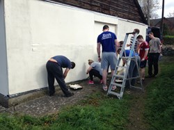RAF Shawbury recruits painting the Club House