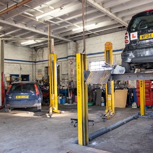 Goldmartin Garage 01326 250007