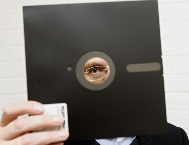 Slinfold Computer Café US gov uses floppy disks