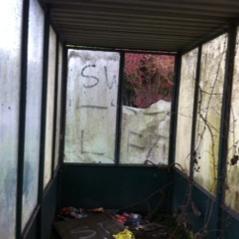 Andover Road bus shelter in a poor state of repair, October 2016