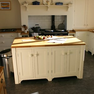 Raynsford Furniture - Bespoke Kitchen