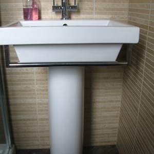 Square sink with towel rail